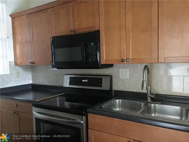 2 Bedrooms, Forest Hills Rental in Miami, FL for $1,425 - Photo 2
