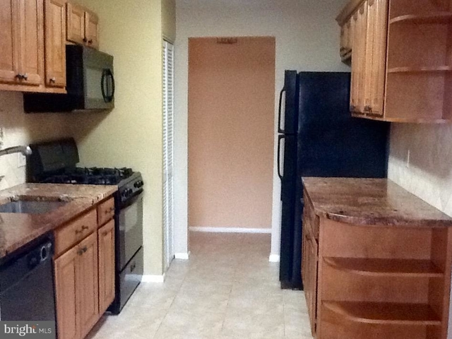 2 Bedrooms, Jefferson Rental in Washington, DC for $1,649 - Photo 2