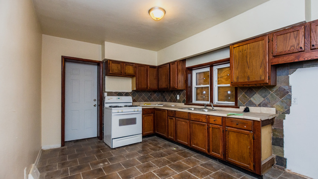 2 Bedrooms, The Bush Rental in Chicago, IL for $950 - Photo 2