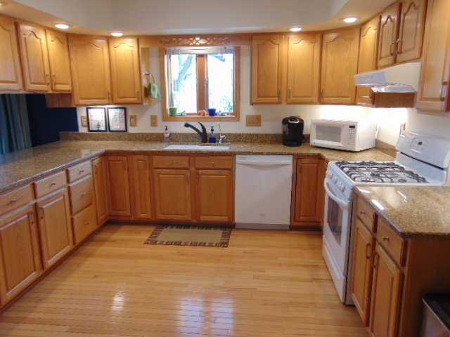 4 Bedrooms, Evanston Rental in Chicago, IL for $3,950 - Photo 2
