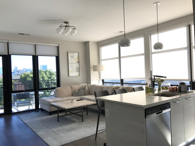 2 Bedrooms, Old Town Rental in Chicago, IL for $3,195 - Photo 1