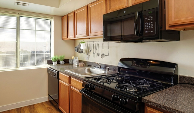1 Bedroom, Foxchase Apartments Rental in Washington, DC for $24,054 - Photo 2