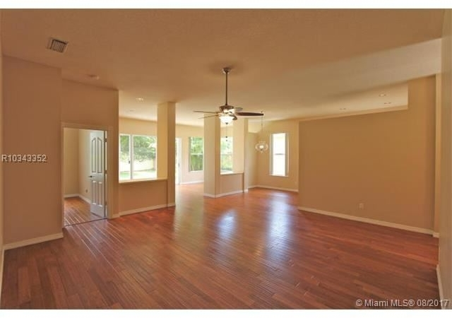 3 Bedrooms, Hamptons at Maplewood Rental in Miami, FL for $2,750 - Photo 2