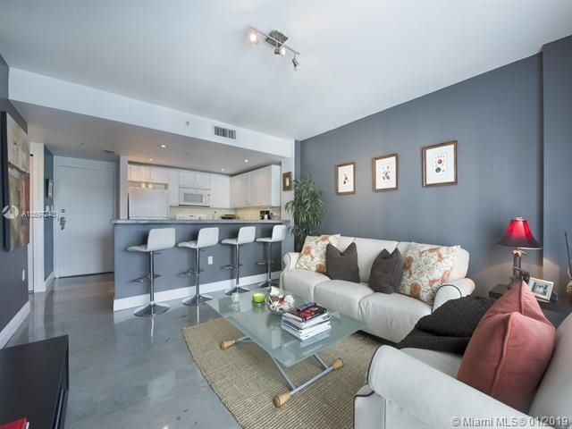 1 Bedroom, Northeast Coconut Grove Rental in Miami, FL for $1,700 - Photo 2