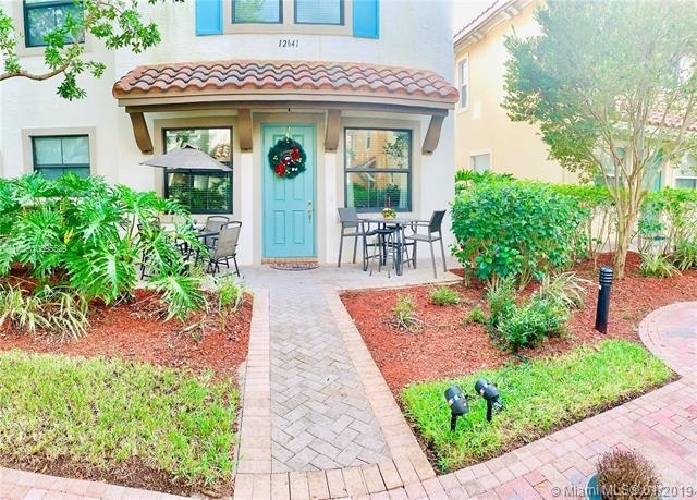 3 Bedrooms, Sawgrass Lakes Rental in Miami, FL for $2,250 - Photo 1