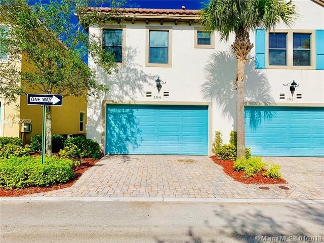 3 Bedrooms, Sawgrass Lakes Rental in Miami, FL for $2,250 - Photo 2