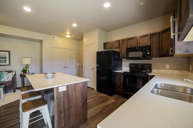2 Bedrooms, West Haven Rental in Ogden, UT for $1,129 - Photo 1
