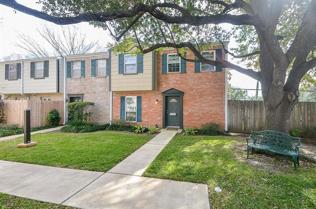 2 Bedrooms, Memorial Club Townhome Rental in Houston for $1,450 - Photo 1