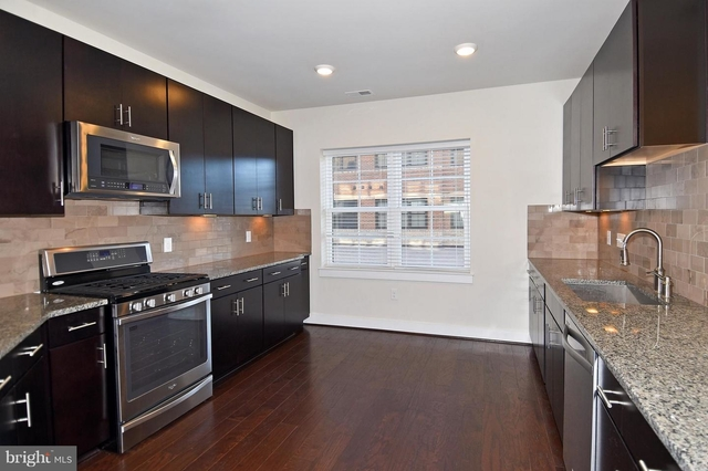 2 Bedrooms, Oakton Rental in Washington, DC for $2,350 - Photo 2