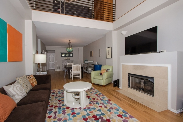 2 Bedrooms, Ukrainian Village Rental in Chicago, IL for $2,400 - Photo 2