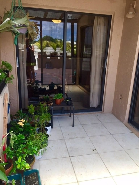 3 Bedrooms, Royal Land Rental in Miami, FL for $1,800 - Photo 2