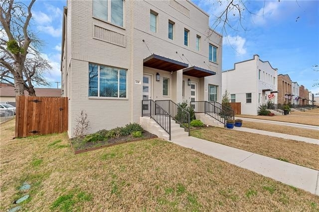 3 Bedrooms, Linwood Rental in Dallas for $3,150 - Photo 2