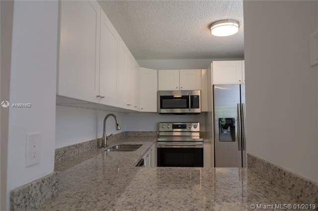 2 Bedrooms, Pine Island Ridge Rental in Miami, FL for $1,490 - Photo 2