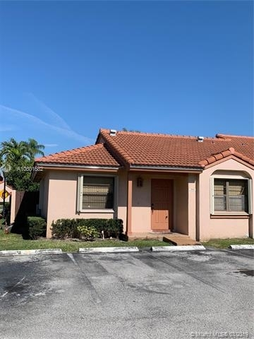 2 Bedrooms, Villa Homes at The Moors Rental in Miami, FL for $1,650 - Photo 2