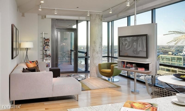 2 Bedrooms, Goose Island Rental in Chicago, IL for $3,227 - Photo 1