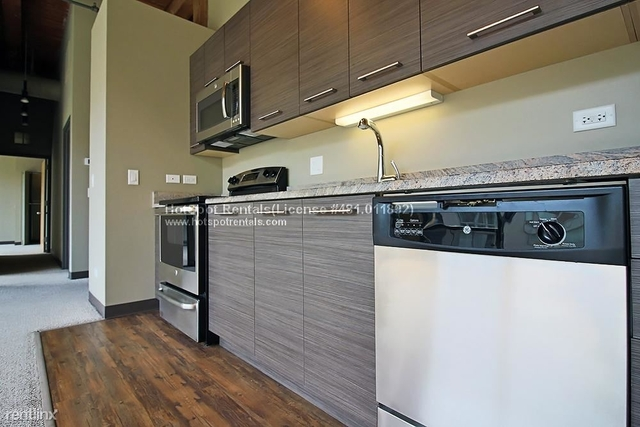 2 Bedrooms, River West Rental in Chicago, IL for $2,375 - Photo 2