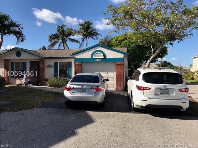 3 Bedrooms, Shenandoah Rental in Miami, FL for $2,050 - Photo 2