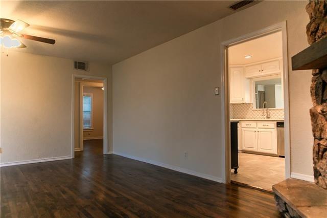 3 Bedrooms, Oakhurst Rental in Dallas for $1,749 - Photo 2