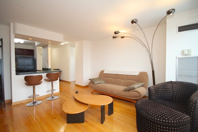 1 Bedroom, Near North Side Rental in Chicago, IL for $2,350 - Photo 2