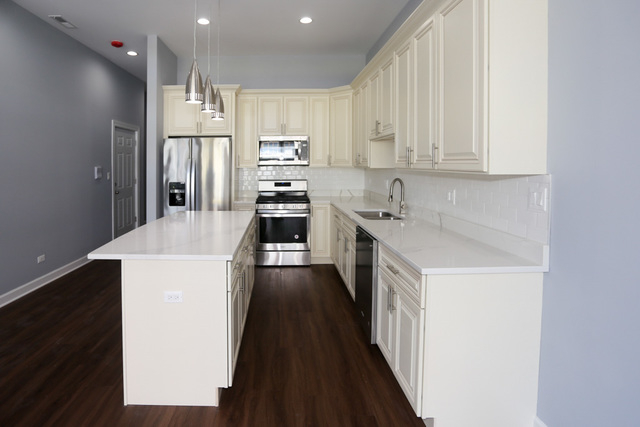 4 Bedrooms, University Village - Little Italy Rental in Chicago, IL for $4,175 - Photo 2