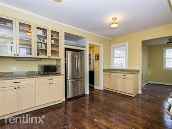 4 Bedrooms, Bank Square Rental in Boston, MA for $3,000 - Photo 2