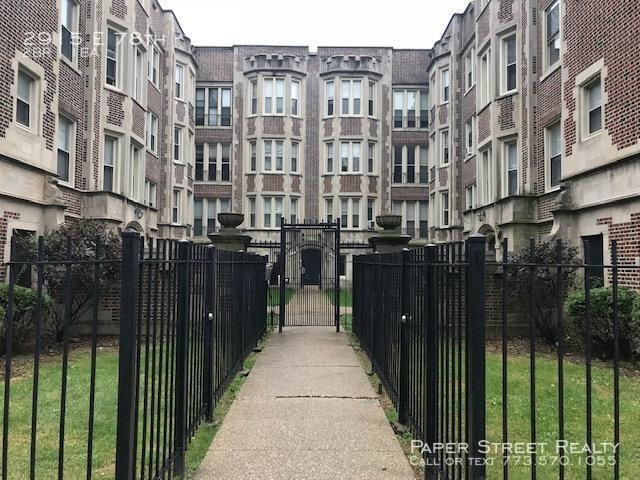 2 Bedrooms, South Shore Rental in Chicago, IL for $900 - Photo 1