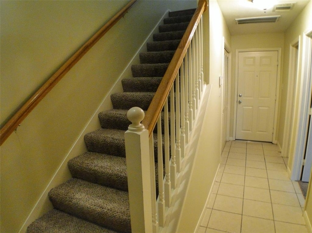 3 Bedrooms, Hadley Street Townhome Rental in Houston for $1,999 - Photo 2