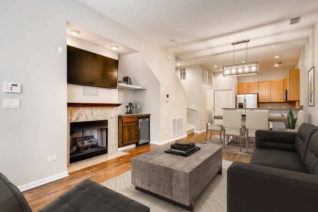 2 Bedrooms, Goose Island Rental in Chicago, IL for $2,750 - Photo 2