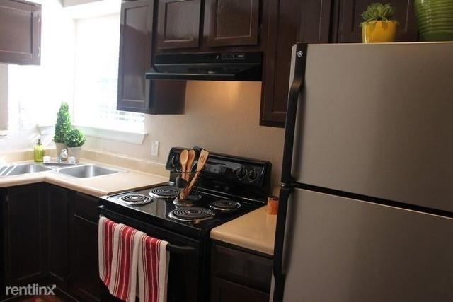 1 Bedroom, Southbelt - Ellington Rental in Houston for $779 - Photo 2