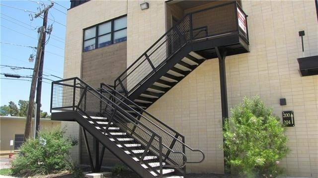 1 Bedroom, College Hill Rental in Dallas for $1,200 - Photo 2