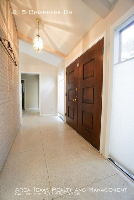 3 Bedrooms, Briargrove Park Rental in Houston for $2,675 - Photo 2