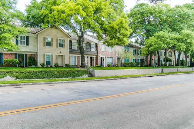 2 Bedrooms, Spring Manor Townhome Rental in Houston for $1,575 - Photo 2