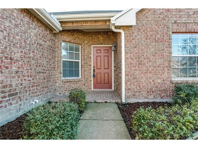 3 Bedrooms, Brookview Rental in Dallas for $1,695 - Photo 2