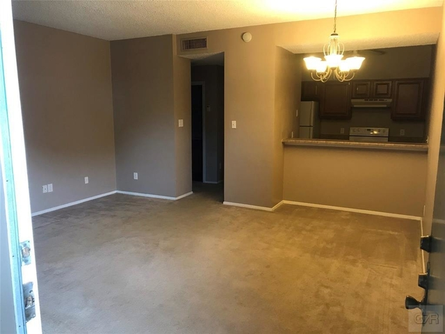 1 Bedroom, Lindale Park Rental in Houston for $1,050 - Photo 2