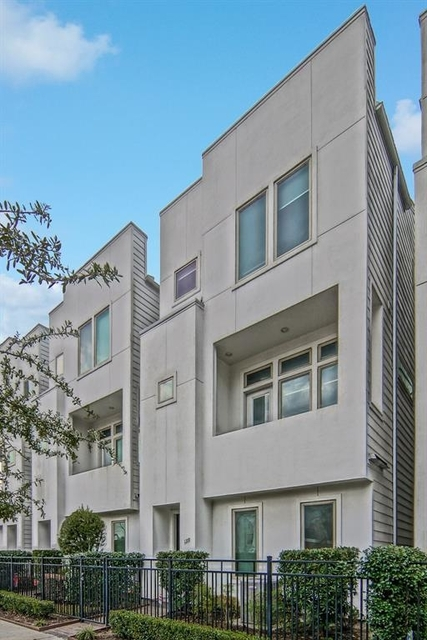 3 Bedrooms, Downtown Houston Rental in Houston for $2,400 - Photo 2