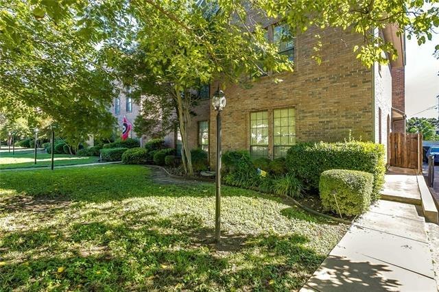 2 Bedrooms, North Hi Mount Rental in Dallas for $2,000 - Photo 2