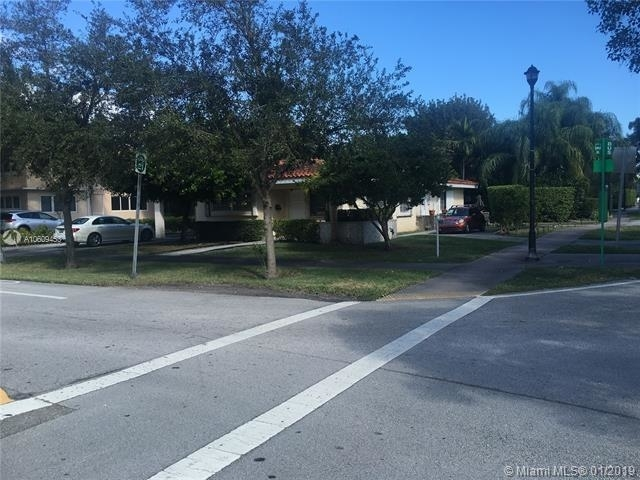 2 Bedrooms, Country Club Section Rental in Miami, FL for $1,950 - Photo 2