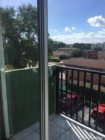 2 Bedrooms, East Little Havana Rental in Miami, FL for $1,400 - Photo 2