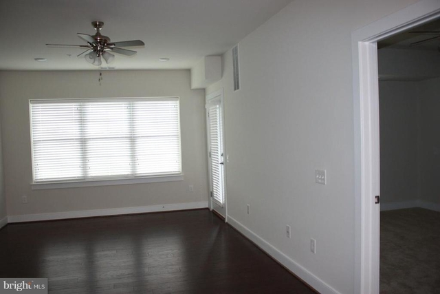 2 Bedrooms, Oakton Rental in Washington, DC for $2,250 - Photo 2