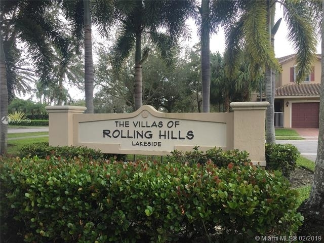 4 Bedrooms, Rolling Hills Golf & Tennis Club Rental in Miami, FL for $2,495 - Photo 2