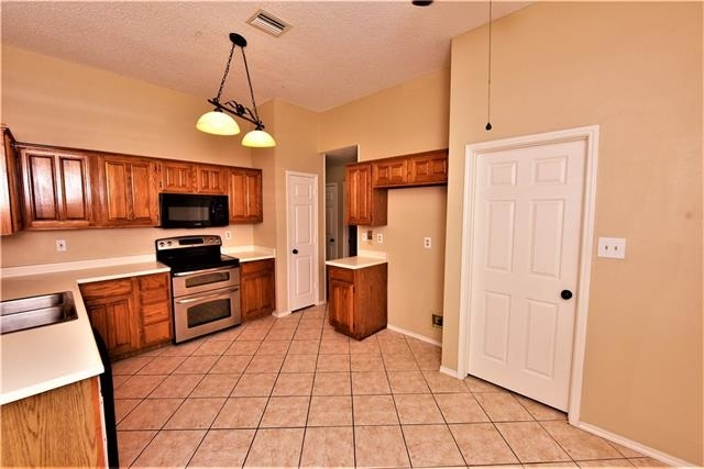 3 Bedrooms, The Colony Rental in Dallas for $1,875 - Photo 2