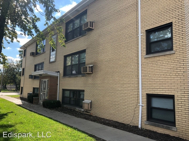 2 Bedrooms, Calumet Park Rental in Chicago, IL for $940 - Photo 2