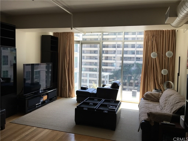 1 Bedroom, South Park Rental in Los Angeles, CA for $2,500 - Photo 1