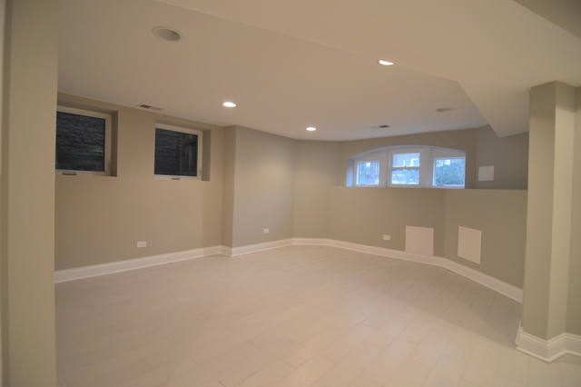 2 Bedrooms, Arcadia Terrace Rental in Chicago, IL for $1,350 - Photo 2