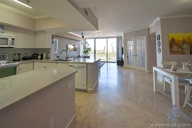 3 Bedrooms, East Fort Lauderdale Rental in Miami, FL for $2,975 - Photo 2