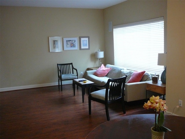 2 Bedrooms, Chalet Royale Townhome Condominiums Rental in Houston for $1,800 - Photo 1
