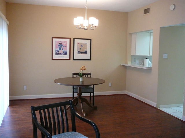 2 Bedrooms, Chalet Royale Townhome Condominiums Rental in Houston for $1,800 - Photo 2