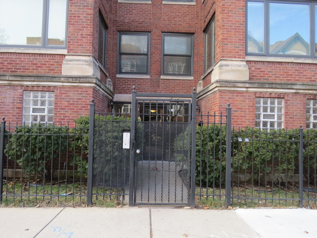 3 Bedrooms, South Shore Rental in Chicago, IL for $1,500 - Photo 2