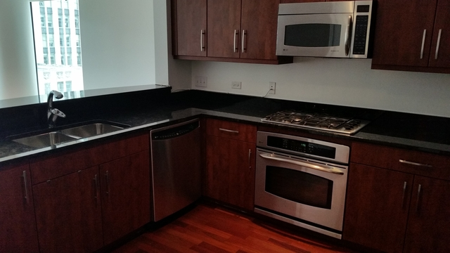 2 Bedrooms, Magnificent Mile Rental in Chicago, IL for $3,300 - Photo 2