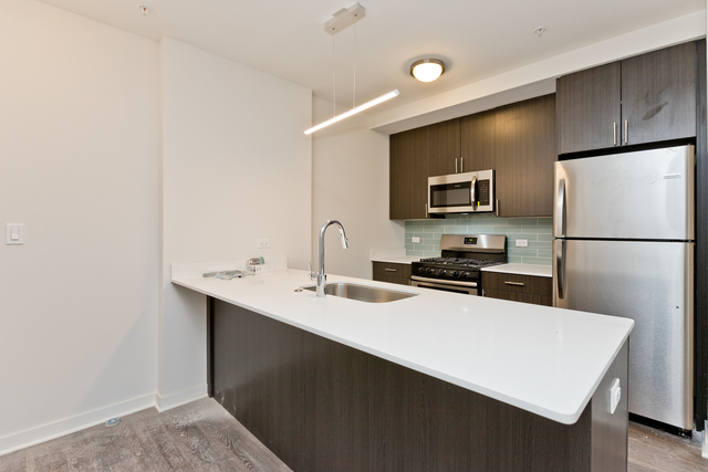 2 Bedrooms, Old Town Rental in Chicago, IL for $2,720 - Photo 2